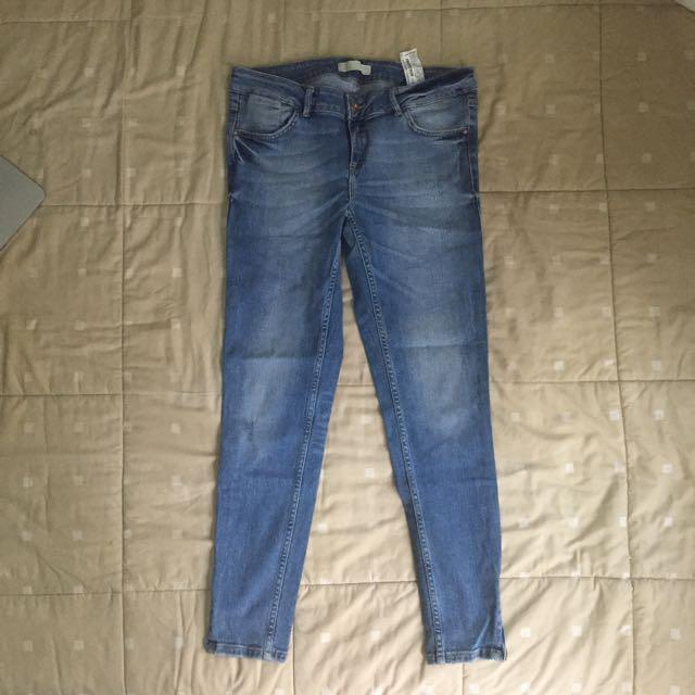 Authentic Zara Jeans size Eur40