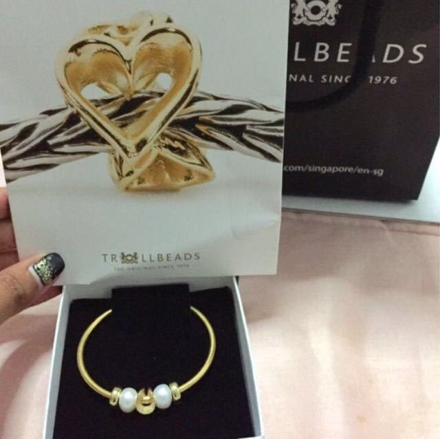 Authentic Trollbeads gold bangle with charms/beads (BNIB)