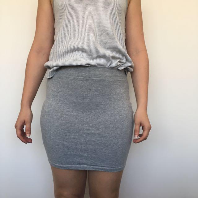 Grey plain stretchy skirt - Sz 6