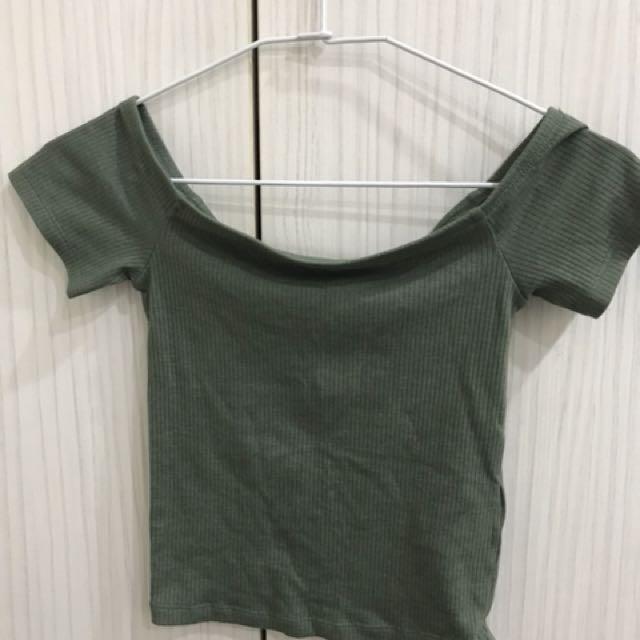 H&M短版平口上衣
