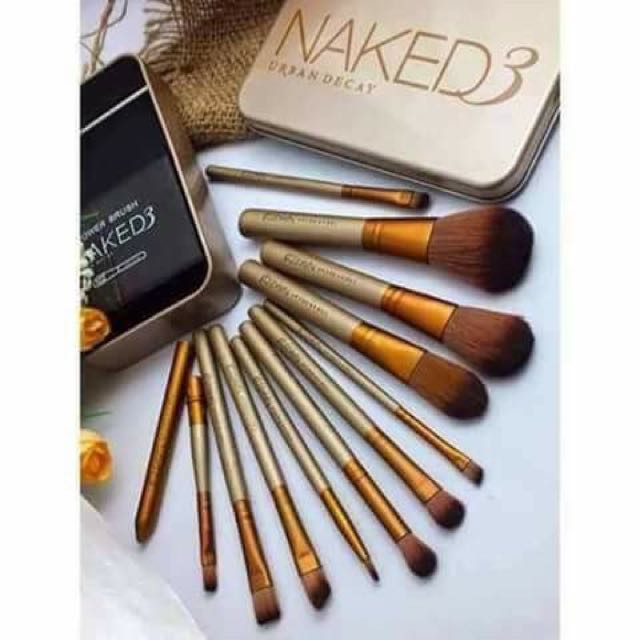 Naked3 brush set in can case