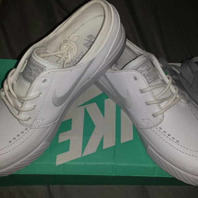 Nike Janoski triple white