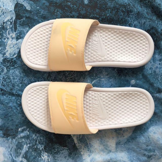 31eb8222f452f3 NIKE sliders / slippers / pool shoes - white & peach, Women's ...
