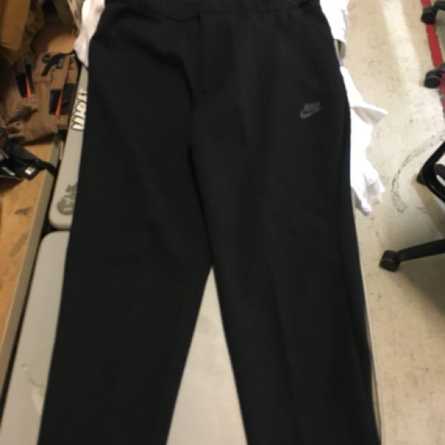 Nike Tech Fleece, Slim Fit cropped Size L