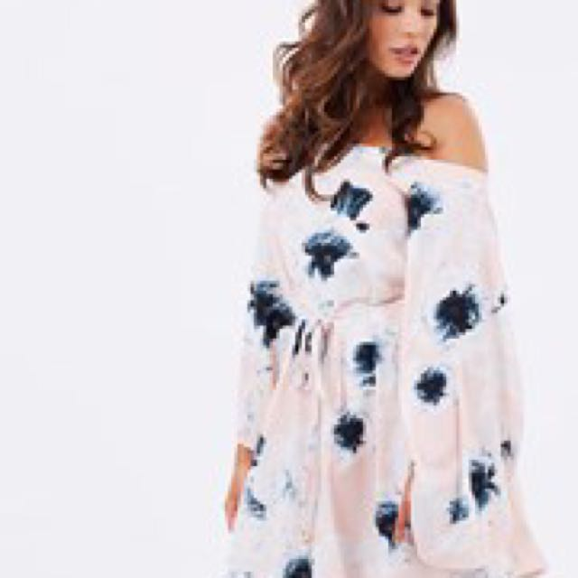 Pasduchas off the shoulder dress