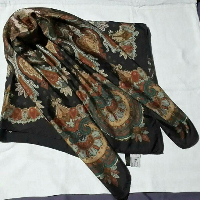 Preloved Paul Stuart Paisley Silk Men's scarf