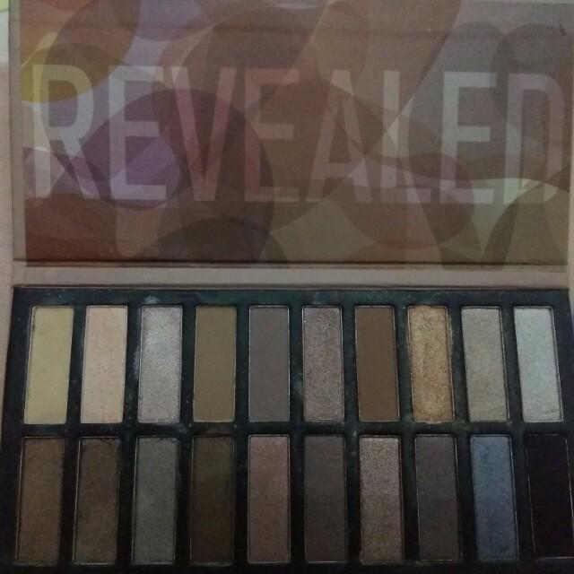 Revealed palette eye shadow