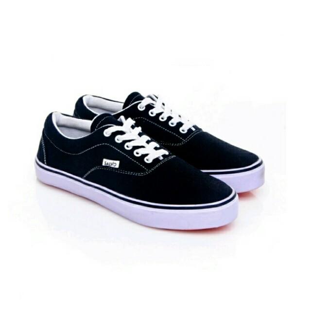 Salvo Sneakers Hitam