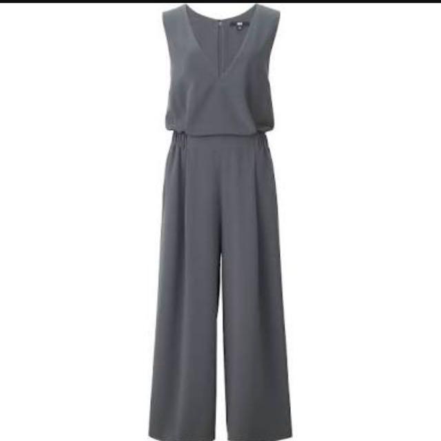 UNIQLO Woman V Neck Jumpsuit (Size L)