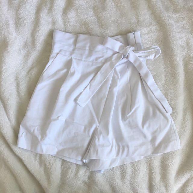 ZARA • Classic white skort
