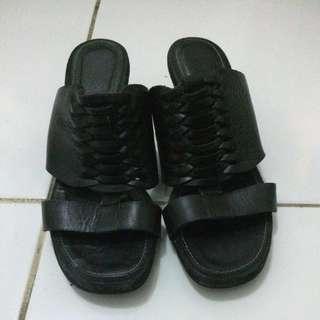 Sandal Hels Hitam