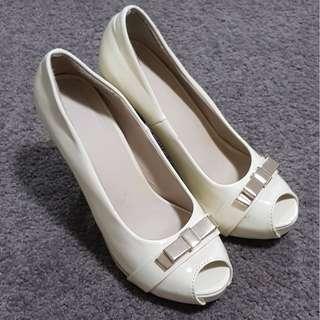 Cream white high heels with ribbon