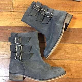 Grey Suede Boots (designer Andrea Gómez)