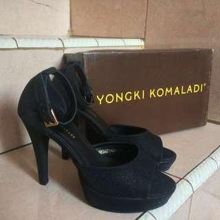 Sepatu Heels Hitam Yongki Komaladi