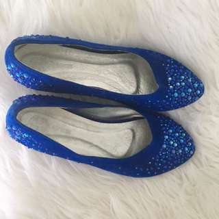 Sparkly blue shoes with heel