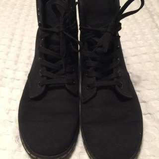 Material Dr.Martins-Size9