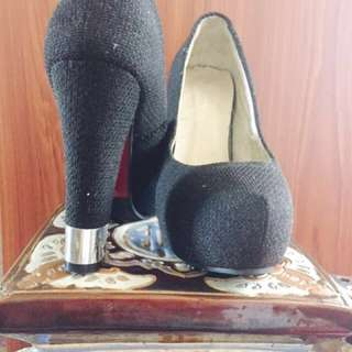 BLACK 5 inch HEEL Shoes size 6-7