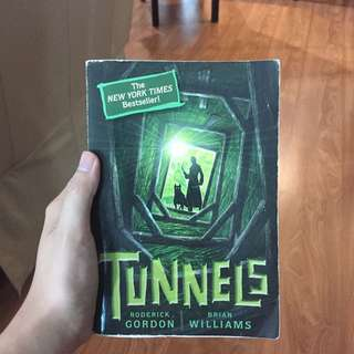 Tunnels (book #01) (english)