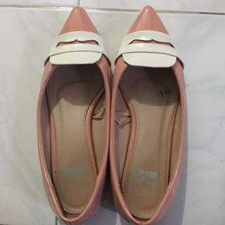 Flat shoes peach putih TLTSN