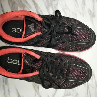 Adidas bounce跑鞋