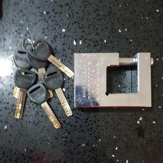 CHAIRO gate lock.
