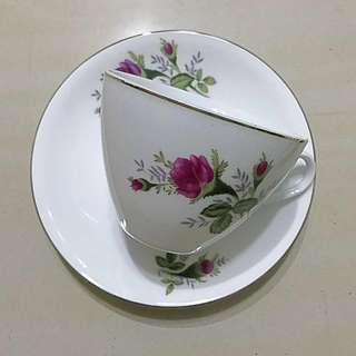 Vintage English style teacup & saucer set