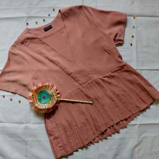 Dusty pink pleated top by COUPBELLE
