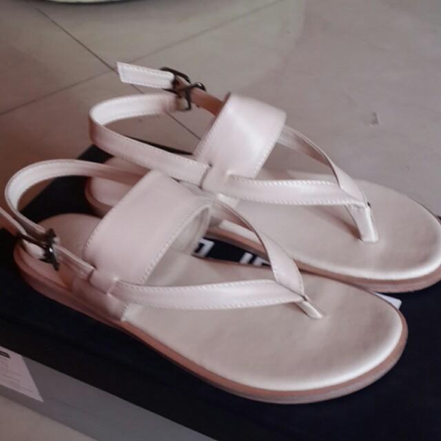 [Andrew] Sepatu Sandal Warna Broken White
