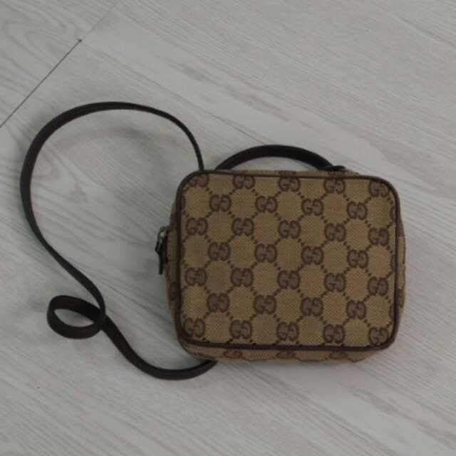 f0c4e3bc1e5a Authentic Gucci Sling pouch bag, Luxury, Bags & Wallets on Carousell