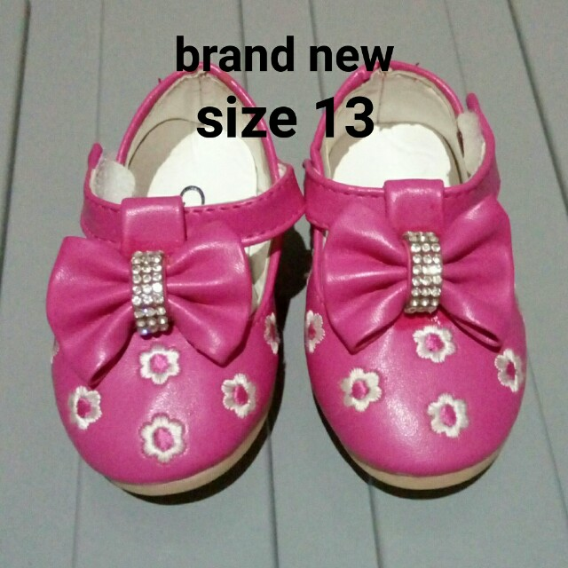 Baby shoes fit 6-12 mos