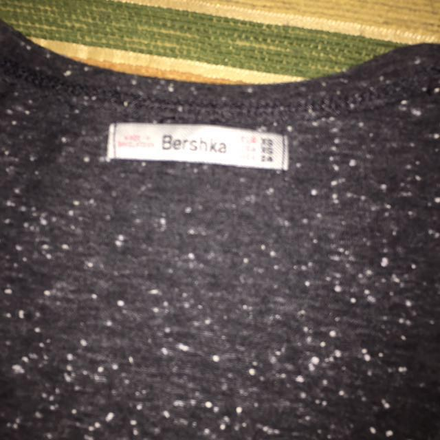 BERSHKA TSHIRT XS GREY GOOD CONDITION