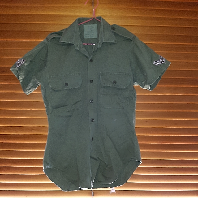 Original vintage button up army shirt. approx size M