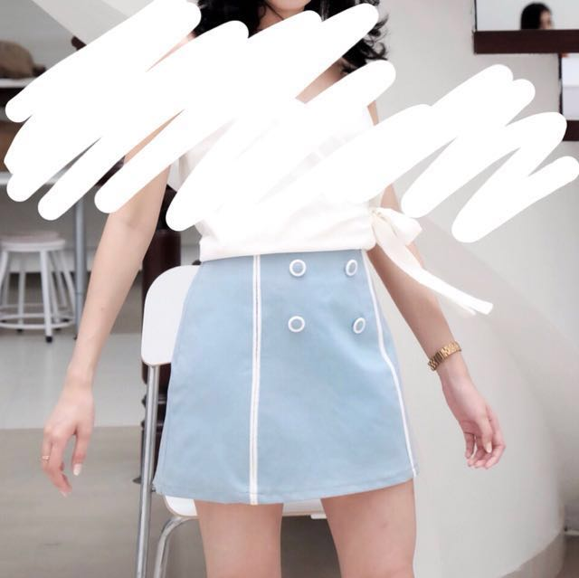 Buttoned skirt baby blue