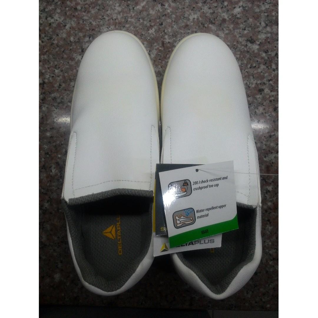 Delta Plus white safety footwear