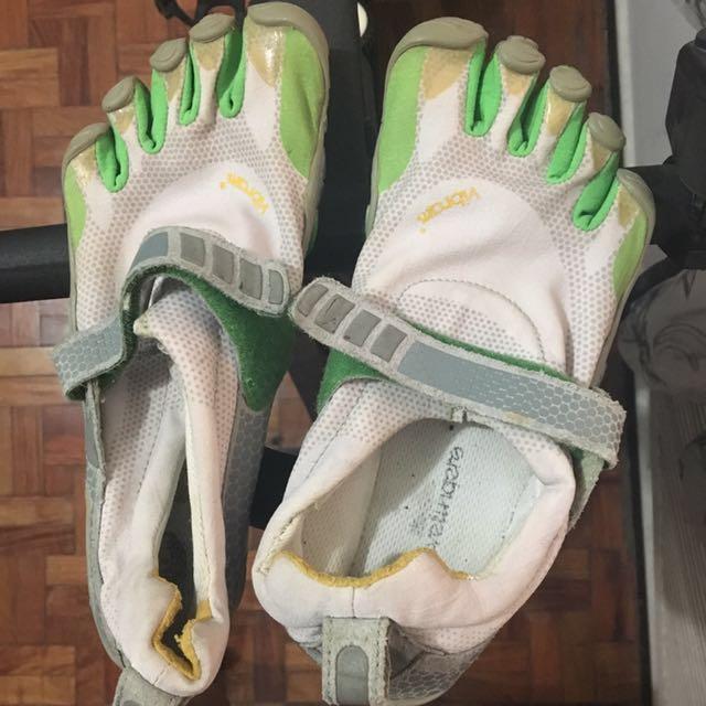 Five Fingers Vibram Size 6 Unisex