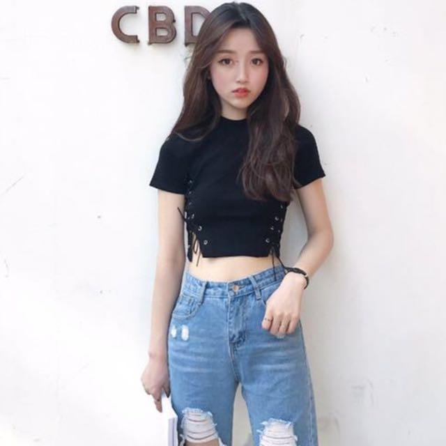 c08aa7e4e2631 INSTOCK Korean Laced Crop Top