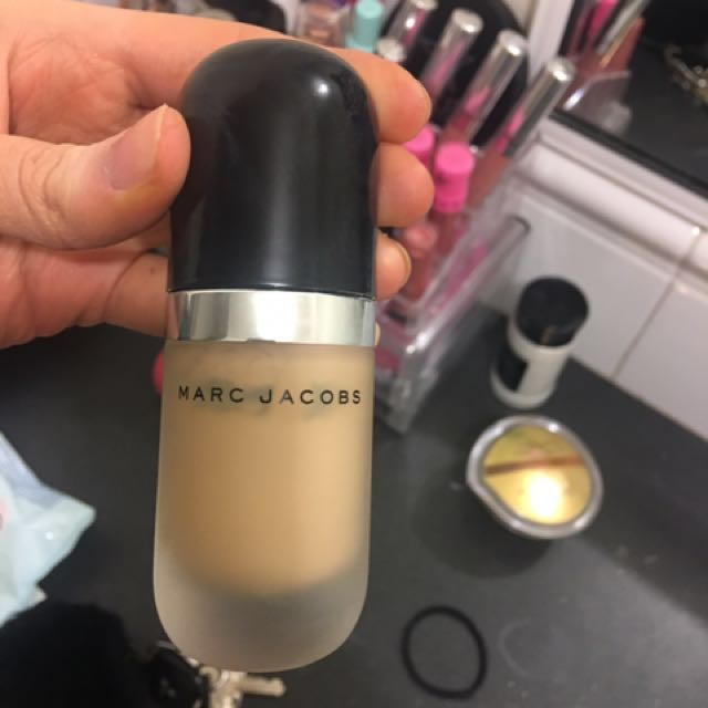 Marc Jacobs Remarcable Foundation in Bisque Neutral