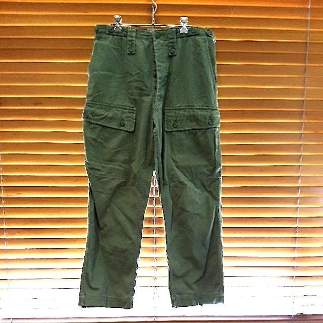 Original vintage button up army pants. Measures 15.5 inches across the waist laying flat