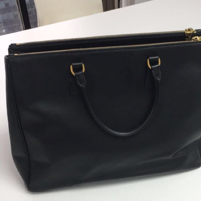 962c64ad1744 Prada BN1802 Saffiano Lux Large, Women's Fashion, Bags & Wallets on  Carousell