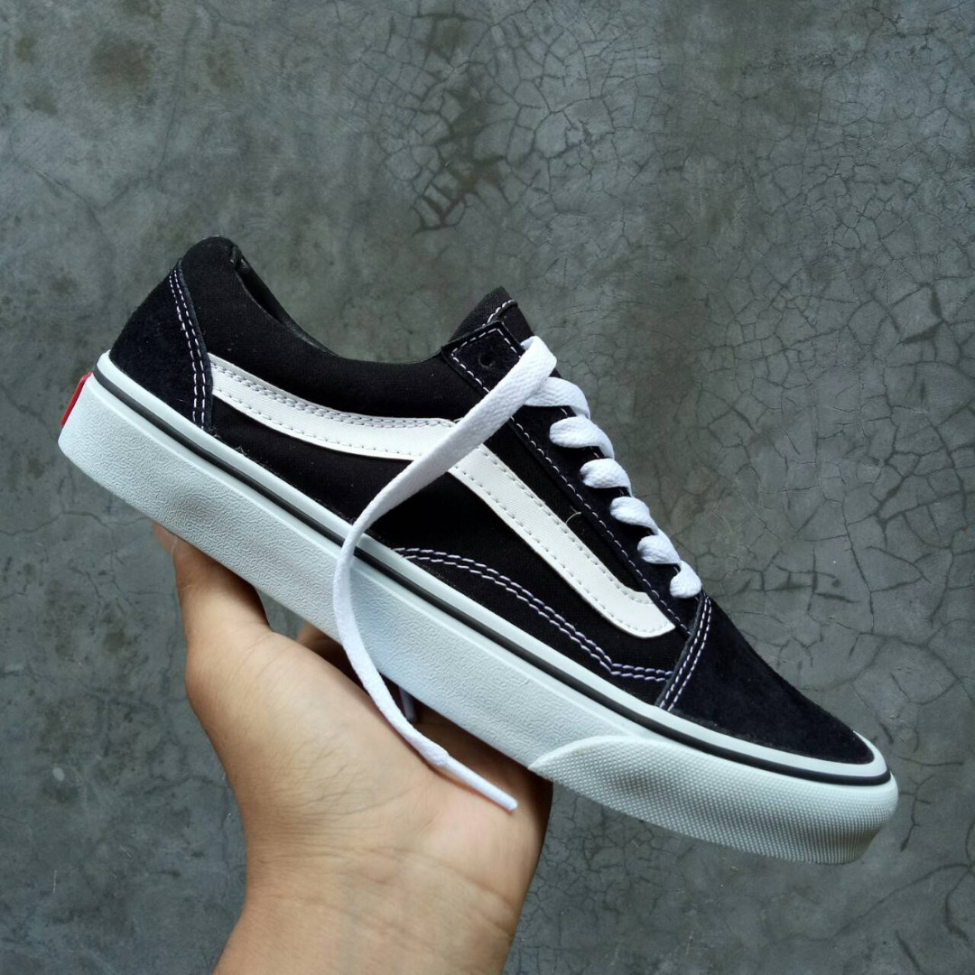 SEPATU VANS OLDSKOOL BLACK WHITE PREMIUM IFC FULL TAG MADE IN CHINA ... 41731b6202