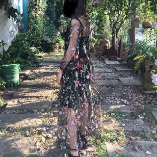 刺繡花洋裝