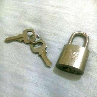 真品LV銀色鎖頭鑰匙組