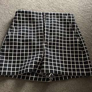Zara high waisted short pants (size s)
