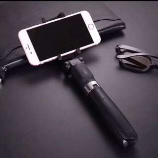 New design Stainless steel Monopod and selfie stick 2-in-1 with wireless Bluetooth remote controller