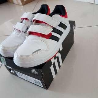 boy kids adidas shoes like new size US-13 1/2