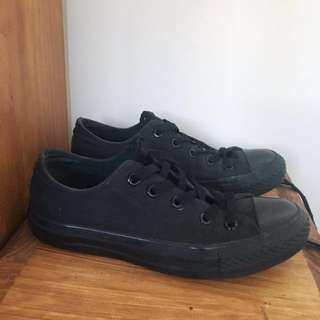 Black Low cut Converse sneakers