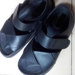 REPRICE!! Proudly Shoes (Ginger Black Sandal)