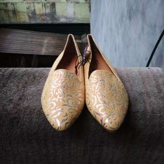 REPRICE: Sepatu The Little Thing She Needs