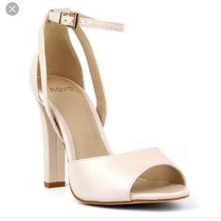 Novo - Size 7 Cream Heels
