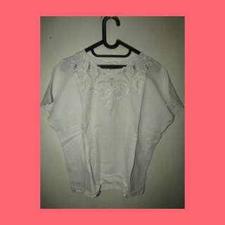 Baju putih santai